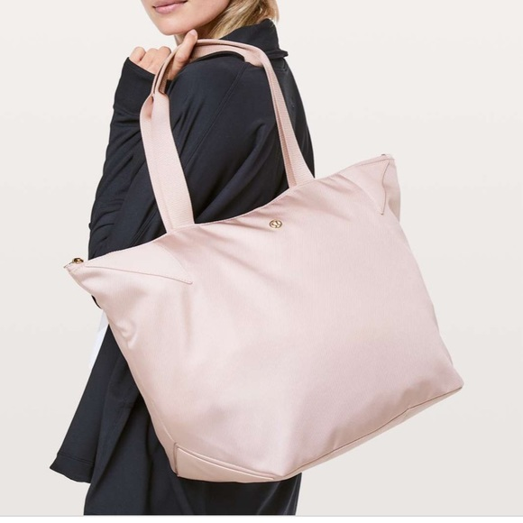 Lululemon Acute Tote 23L Misty colour